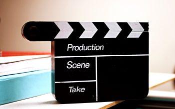 Filmklipper stående.